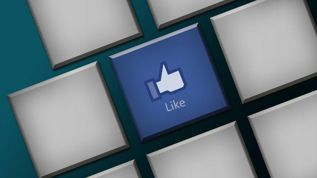 Tastatur mit Like Button von Facebook, Symbolbild